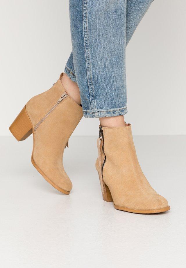 NALE - Korte laarzen - milda sand/rabat sand