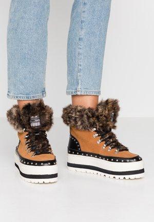 HARVYN - Platform ankle boots - avellana