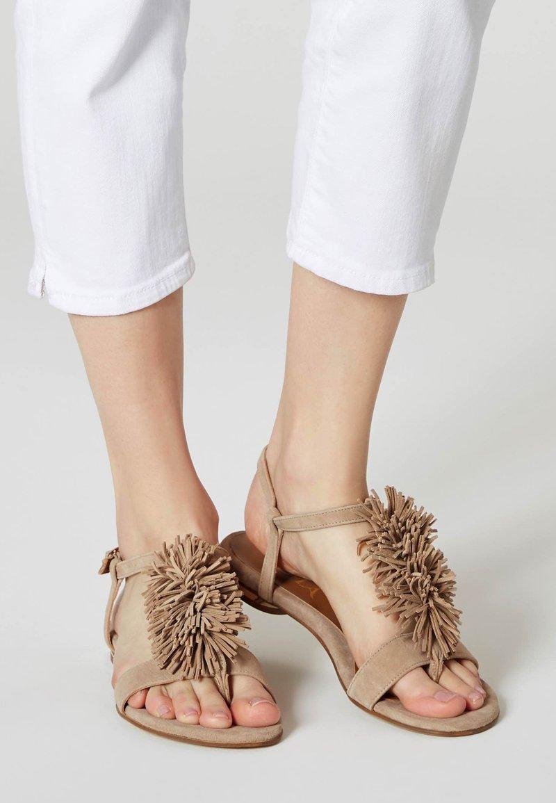 IZIA - Sandals - brown