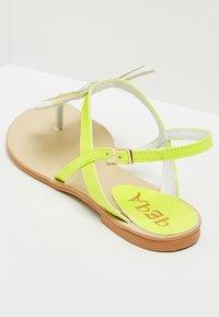 IZIA - T-bar sandals - lime - 4