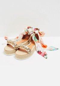 IZIA - Platform sandals - gold - 3