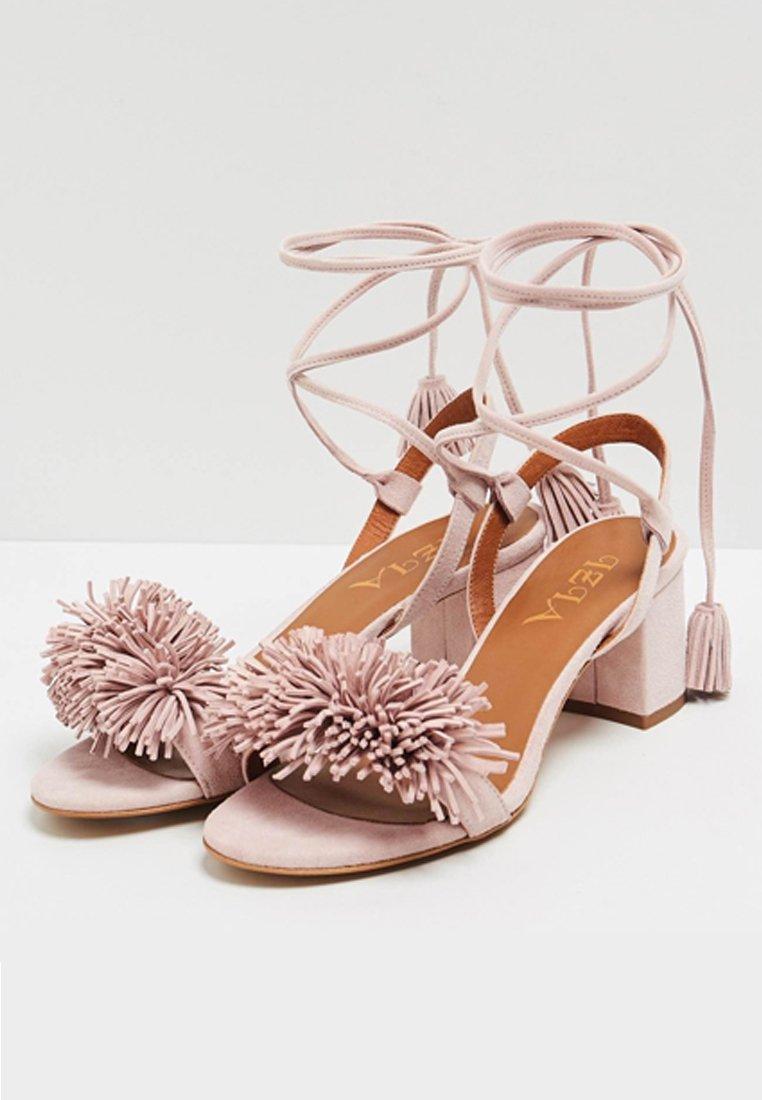 IZIA Sandały z cholewką - pink