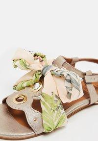 IZIA - T-bar sandals - gold - 6