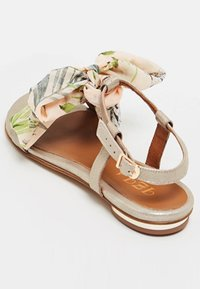 IZIA - T-bar sandals - gold - 4
