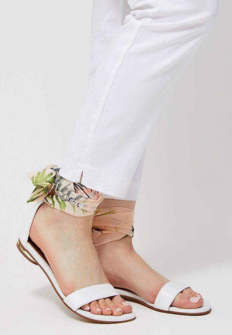 IZIA - Ankle cuff sandals - pink
