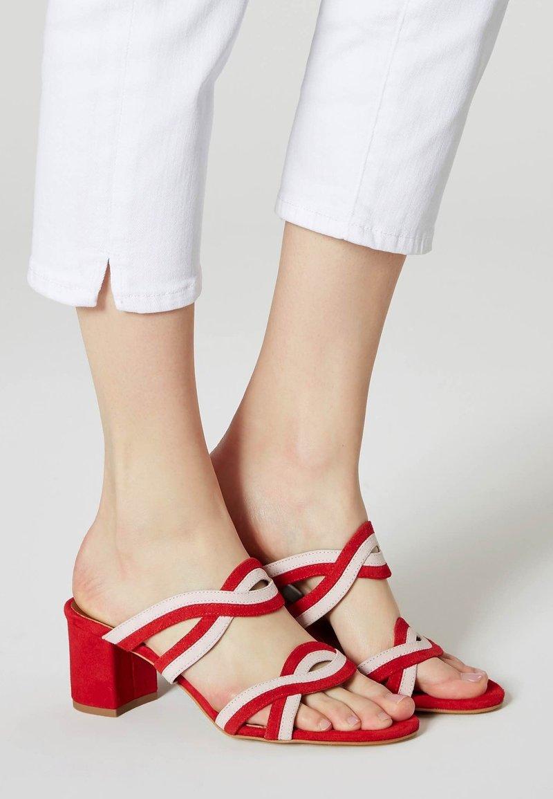 IZIA - Sandaler - red