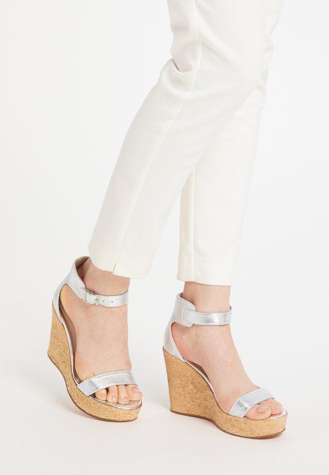 High heeled sandals - silber