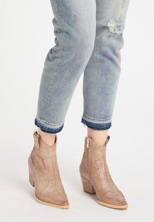 Cowboy/biker ankle boot - beige python