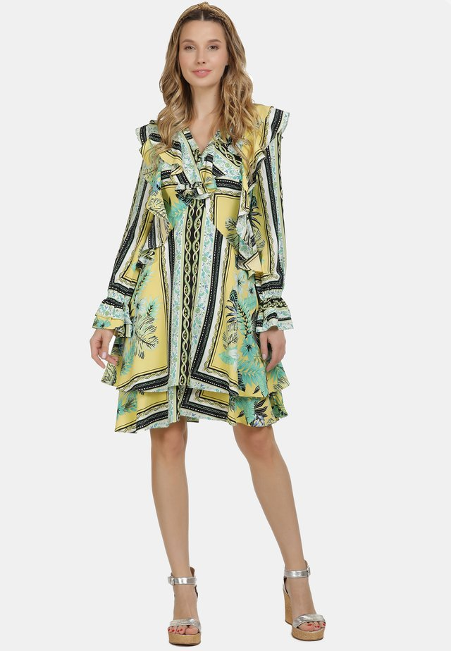IZIA KLEID - Korte jurk - tropical print