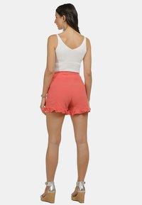 IZIA - IZIA SHORTS - Shorts - pfirsich - 2