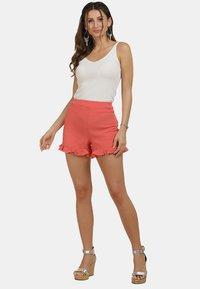 IZIA - IZIA SHORTS - Shorts - pfirsich - 1