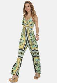 IZIA - IZIA JUMPSUIT - Jumpsuit - tropical print - 1