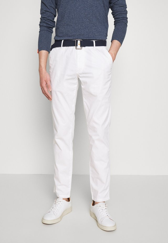 BELTED LIGHT WEIGHT - Chinos - bright white
