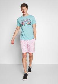 IZOD - SEATURTLE - Shorts - pink lady - 1