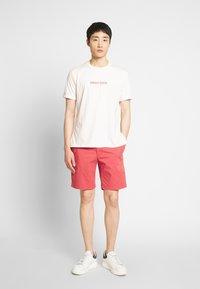IZOD - SALTWATER - Shorts - red - 1