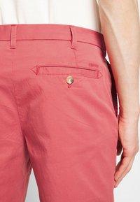 IZOD - SALTWATER - Shorts - red - 5