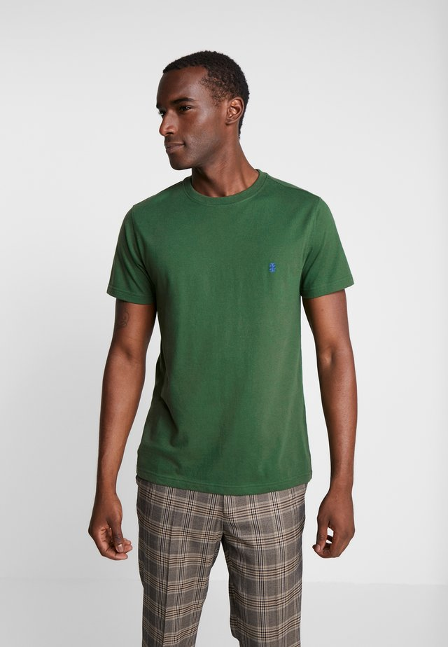 BASIC SOLID TEE - Basic T-shirt - greener pastures