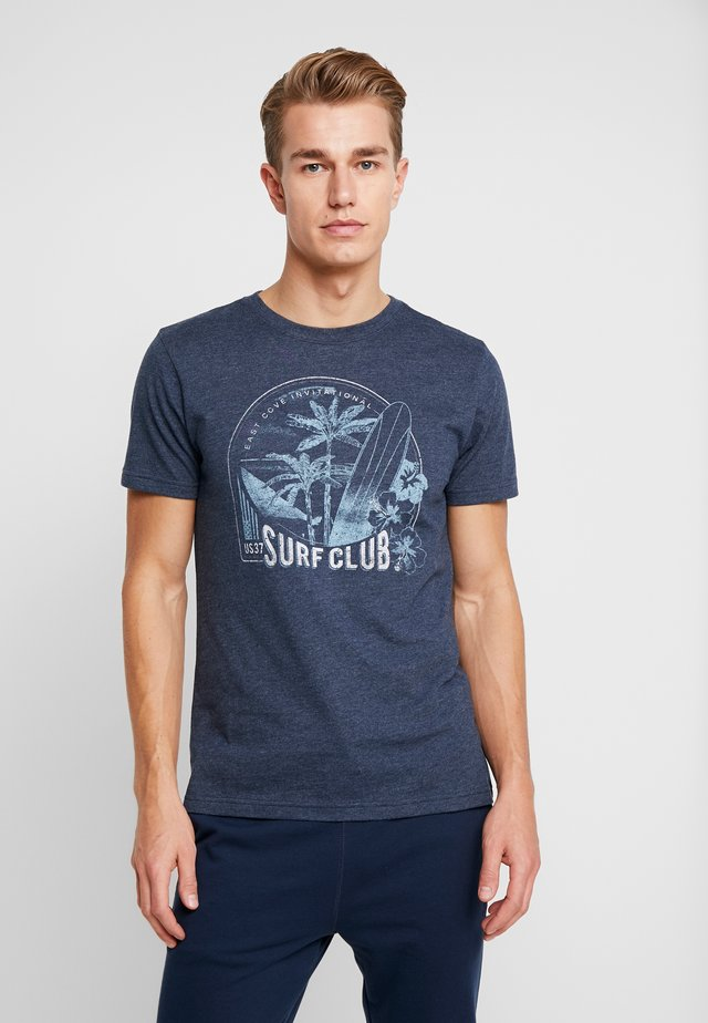 SURF CLUB TEE - T-shirts med print - cadet navy
