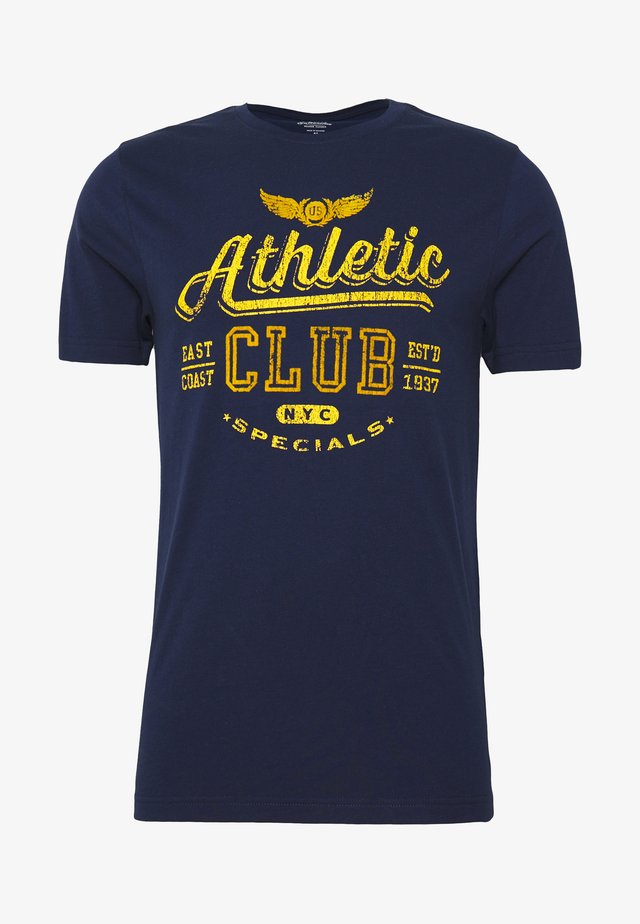ATHLETIC CLUB FLOCK TEE - T-shirt con stampa - peacoat