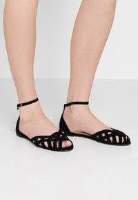 Jonak - DOO - Ankle strap ballet pumps - noir - 0