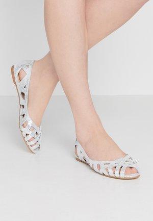 DERAY - Peeptoe ballet pumps - silver