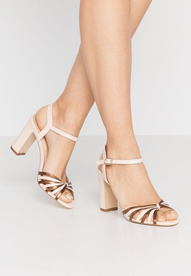 VINTO - Sandalen met hoge hak - beige/bronze
