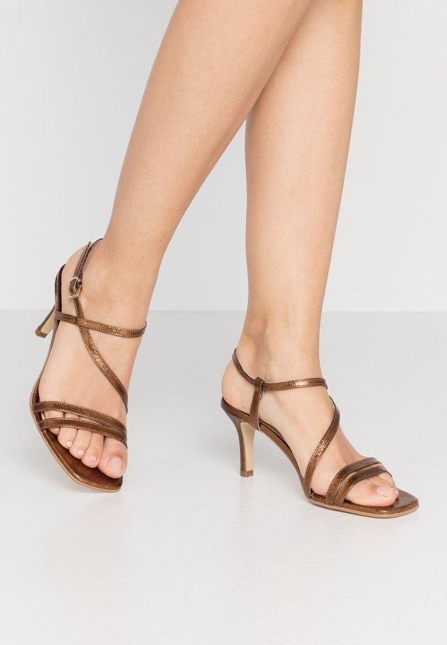 VAICIA - Sandals - laiton