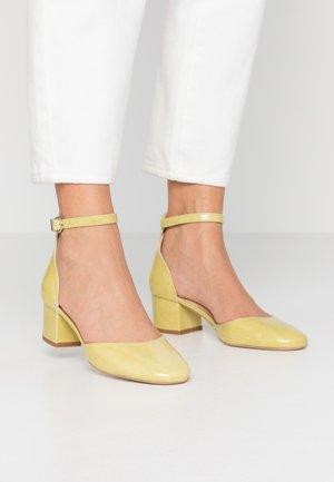 VIRGILI - Classic heels - jaune