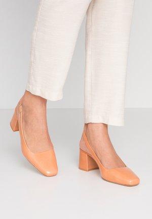 DAHLIA - Classic heels - saumon