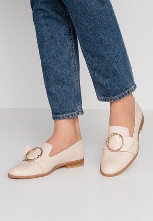 AHORA - Nazouvací boty - nude