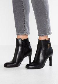 Jonak - AUREA - Boots à talons - noir - 0