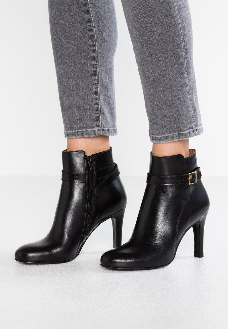 Jonak - AUREA - Boots à talons - noir