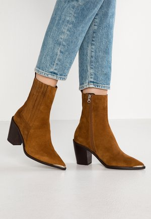 BASAMA - Cowboy/biker ankle boot - cognac
