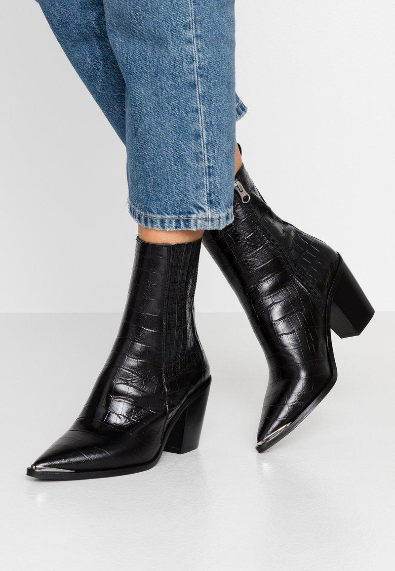 Jonak - BASAMA - Cowboy/biker ankle boot - noir
