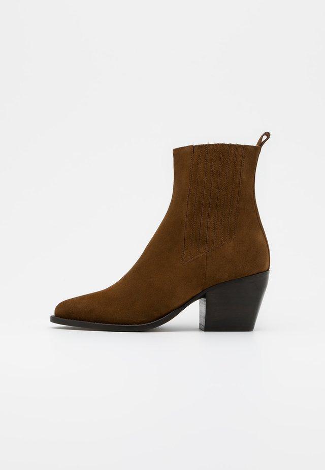 DOCTIR - Cowboy/biker ankle boot - cognac