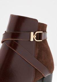 Jonak - DURWIN - Boots à talons - marron - 2