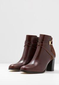 Jonak - DURWIN - Boots à talons - marron - 4