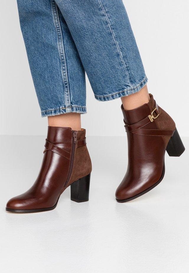 DURWIN - Boots à talons - marron