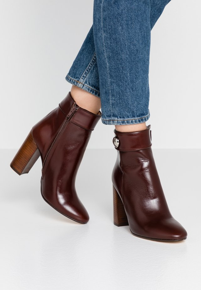VISBONNE - High heeled ankle boots - marron