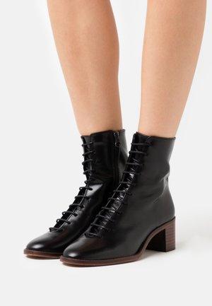 BOMBAY - Lace-up ankle boots - noir