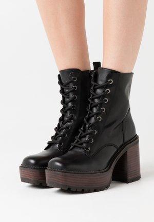 KALI - Kotníkové boty na platformě - noir