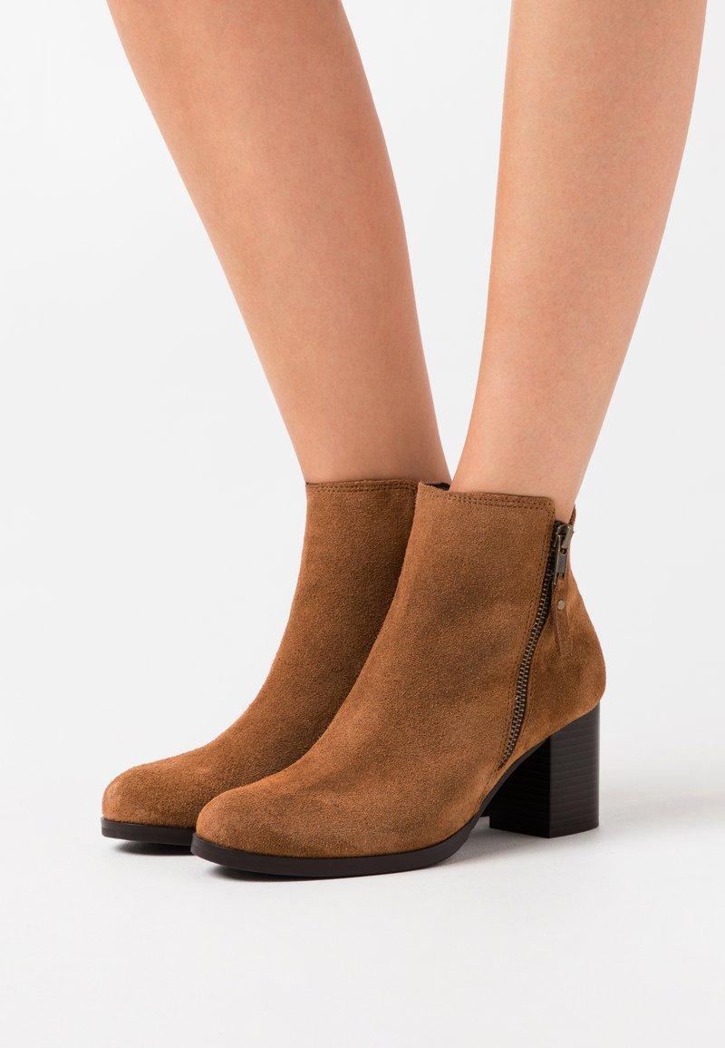 Jonak - TITOU - Boots à talons - camel