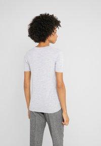 Johnstons of Elgin - MARIA - T-shirt basic - silver - 2