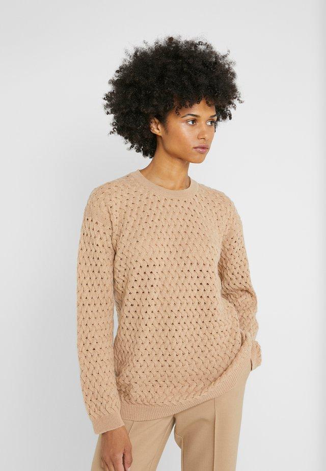 NYLA - Sweter - baby camel
