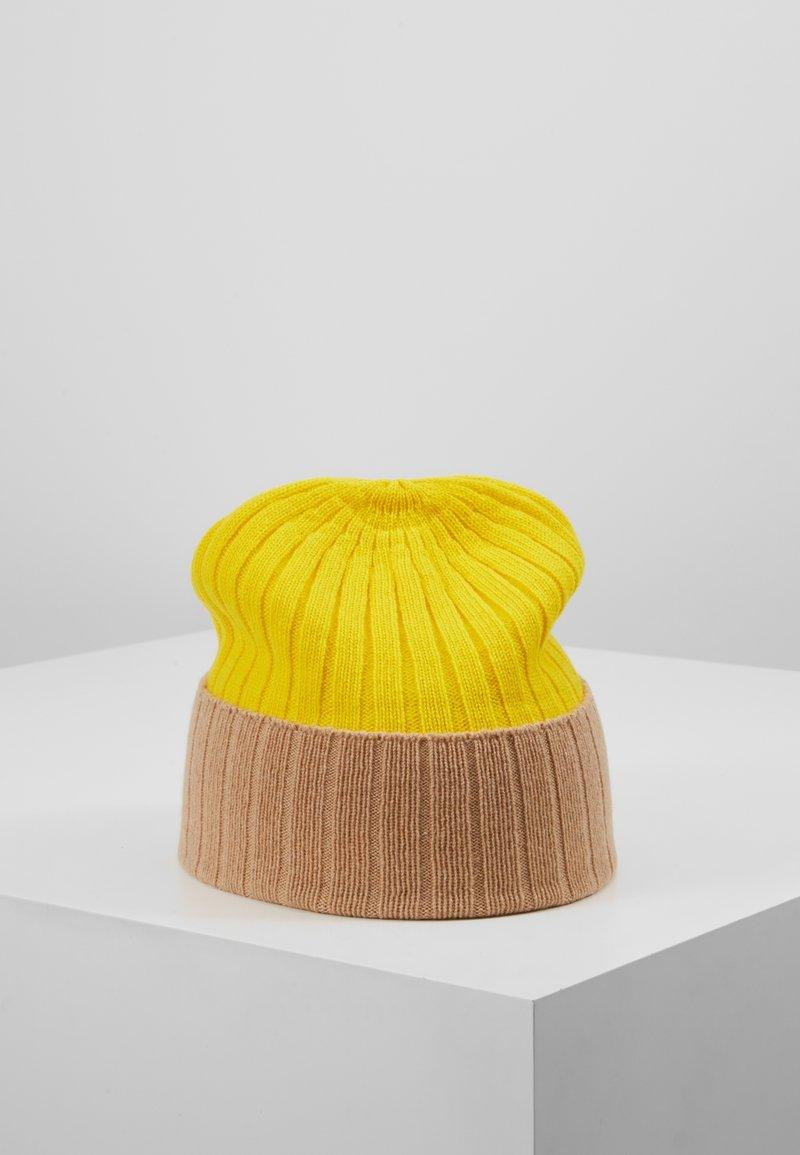 Johnstons of Elgin - Bonnet - baby camel/bright yellow
