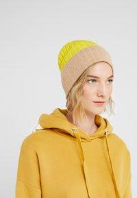 Johnstons of Elgin - Bonnet - baby camel/bright yellow - 1