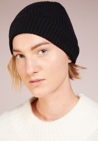 Johnstons of Elgin - CASHMERE BEANIE - Čepice - black - 3