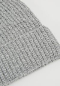 Johnstons of Elgin - CASHMERE BEANIE - Huer - silver - 5