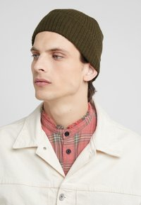 Johnstons of Elgin - CASHMERE BEANIE - Muts - dark olive - 1