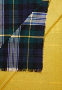 Johnstons of Elgin - TARTAN CONTRAST REVERSIBLE STOLE - Halsduk - green/yellow - 3
